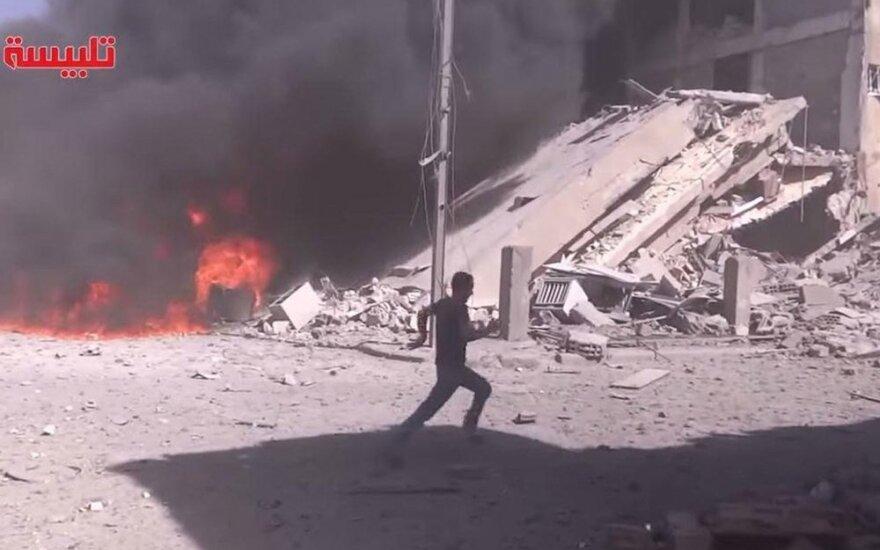 Sirijoje – pirmieji Rusijos antskrydžiai, amerikiečiai perspėti likus valandai iki jų pradžios