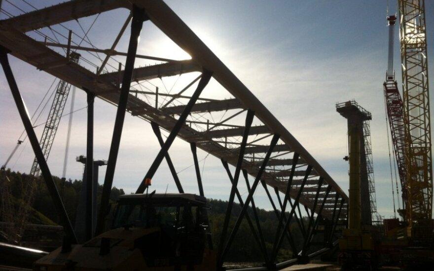 Nemuno krantus Alytuje sujungs didžiausias plieninis pėsčiųjų ir dviračių tiltas
