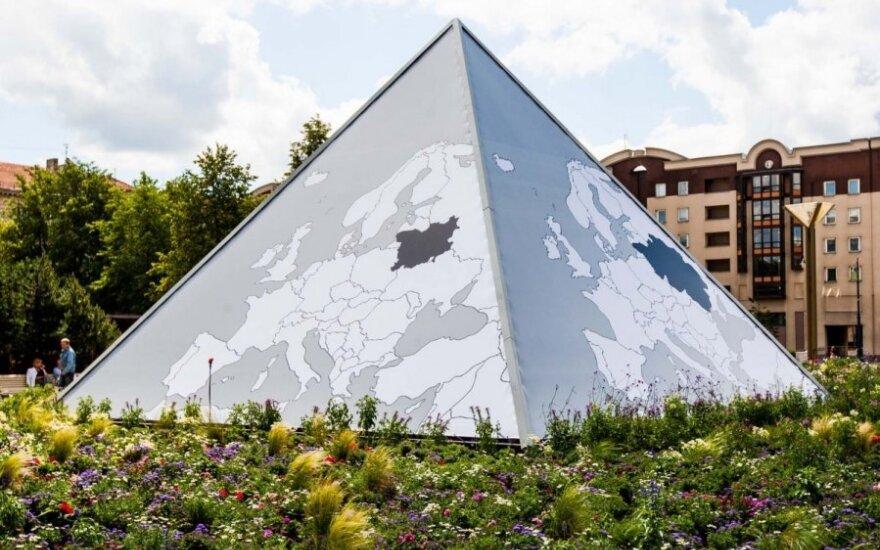 Savivaldybė aiškina, ką reiškia Seimo fontano puošyba