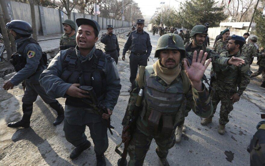 """Kabule per """"Islamo valstybės"""" ataką ligoninėje žuvo daugiau kaip 30 žmonių"""