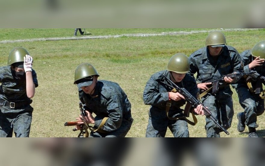 """Ukraina: """"parketinius generolus"""" keičia žmonės su """"realia patirtimi"""""""