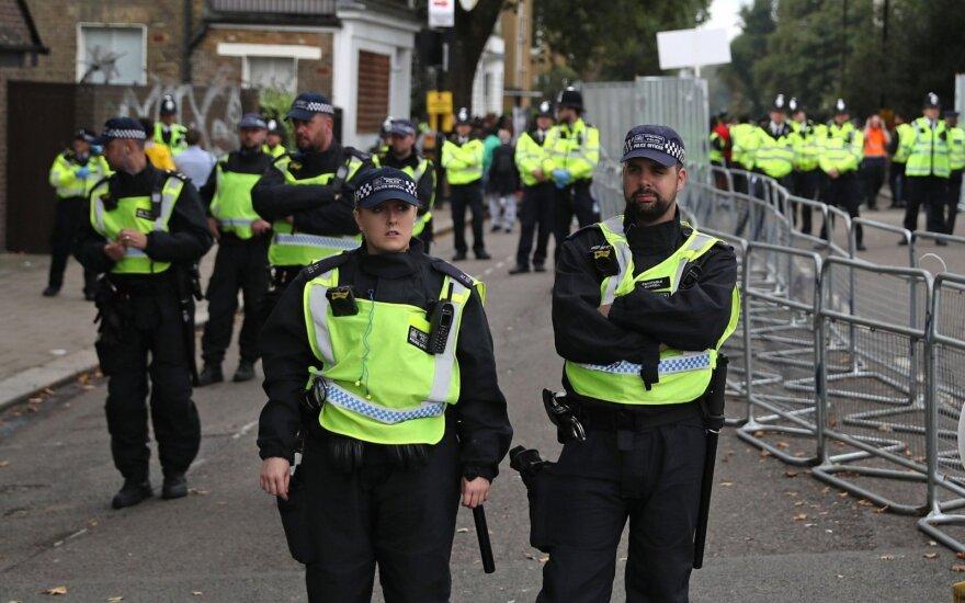 Šiaurės Airijoje per šaudynes nukentėjo du žmonės