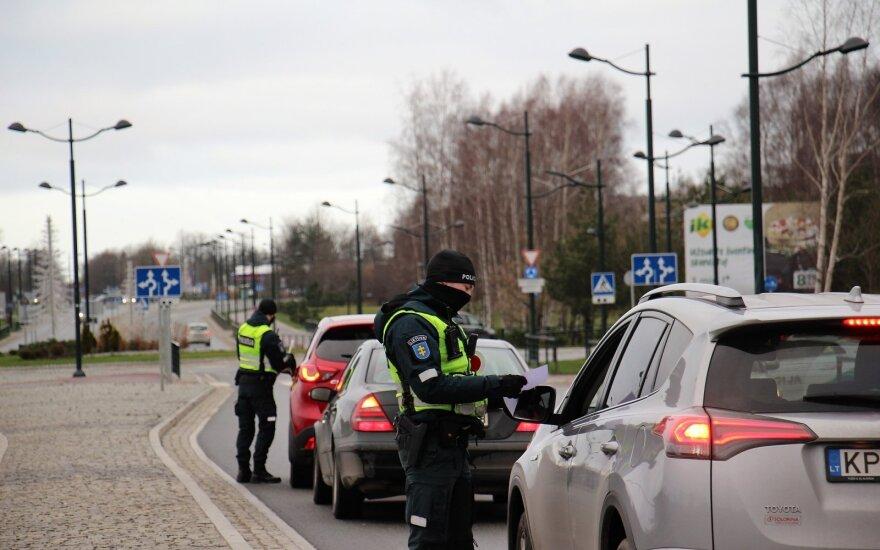 Palangiškis matydamas, kas darosi mieste, supyko: kol tiek antivakserių, nepadės ir policija