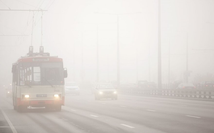 Rytų ir Pietryčių Lietuvoje eismo sąlygas sunkina rūkas