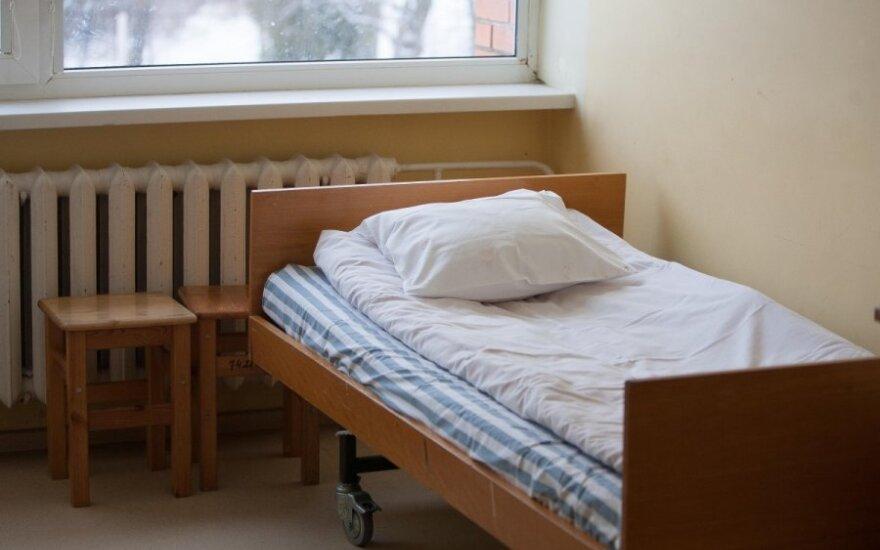 Lietuvos bankas: pensininkai skursta, o lovos ligoninėse - tuščios