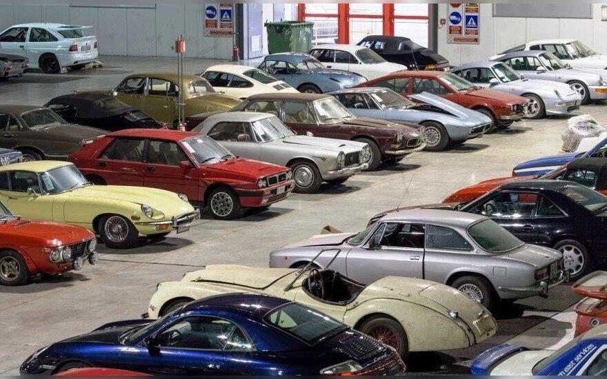 Aukcione parduota įspūdinga automobilių kolekcija