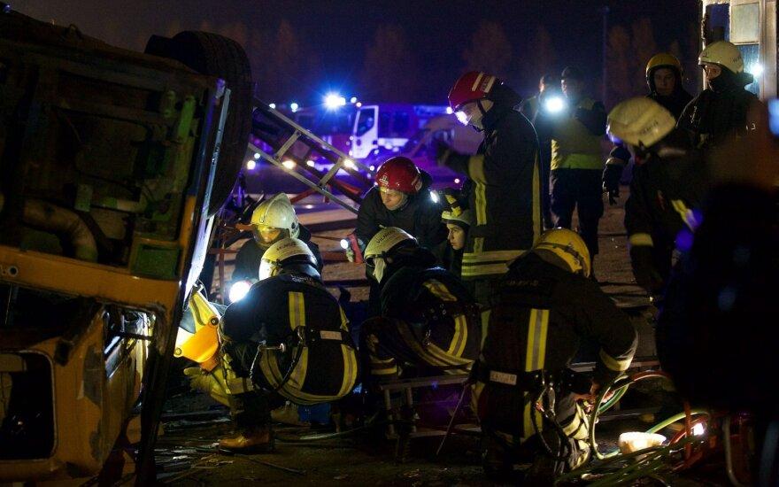 Vilniuje iš apvirtusio ir degančio autobuso išgelbėti žmonės: surengtos kontrolinės pratybos