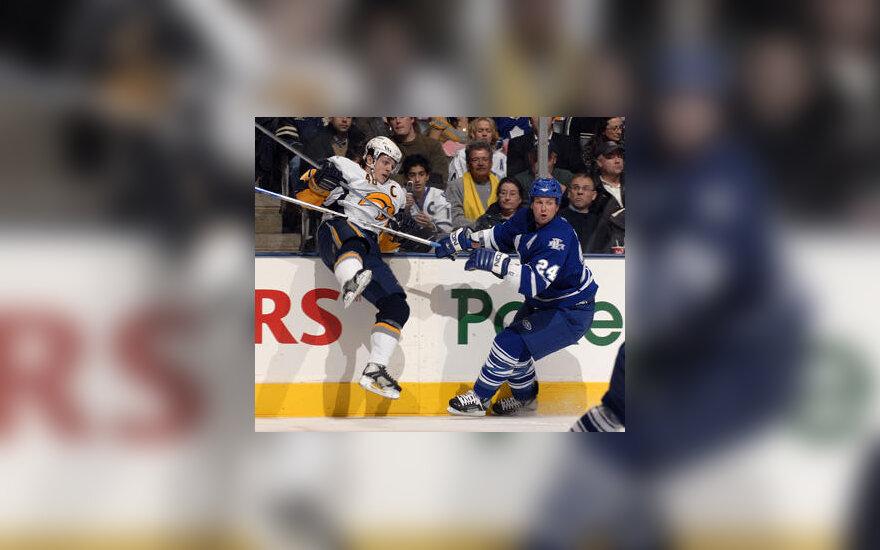 "Kovoja ""Buffalo Sabres"" ir ""Toronto Maple Leafs"" ledo ritulininkai"