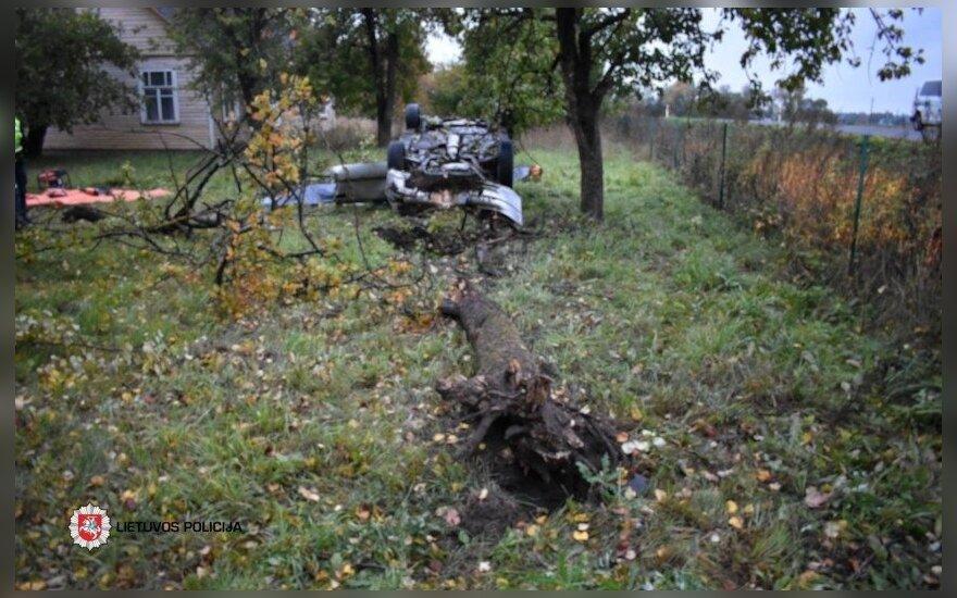 Alytaus rajone naktį apvirto automobilis, vairuotojas žuvo