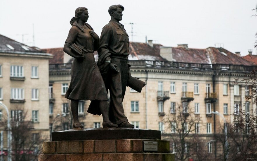 Vilnius plans to start taking down Green Bridge statues next week