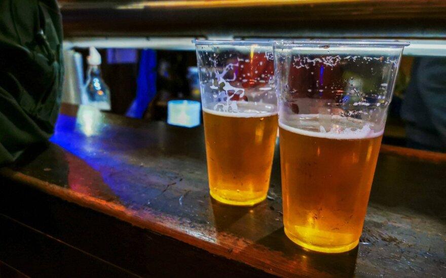 """Meksikai trūksta alaus, bet """"Corona"""" ir toliau pasiekia amerikiečius"""