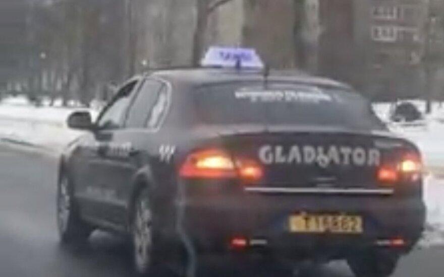"""Vairuotojo pažymėjimo netekęs Klaipėdos """"gladiatorius"""" sugrįžo ir vėl įkliuvo pareigūnams"""