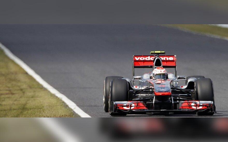 "Jensonas Buttonas su ""McLaren"" automobiliu"