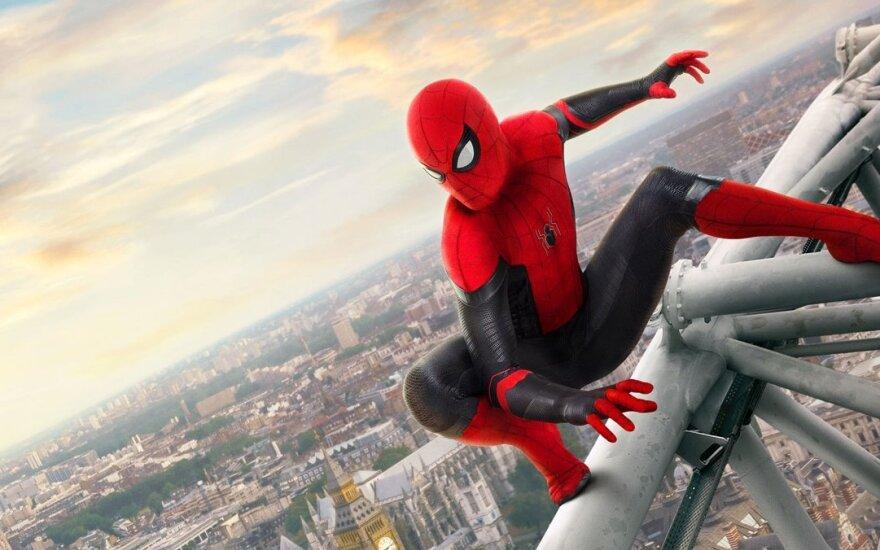 """Filmo """"Žmogus-voras: Toli nuo namų"""" kadras"""