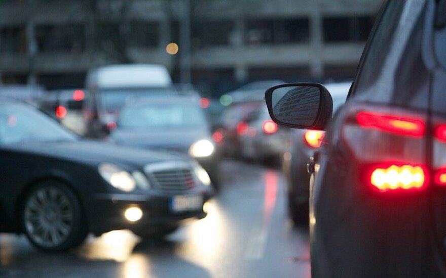 Sostinės vairuotoją iš kantrybės veda eismo problemos: gal yra atsakingų?