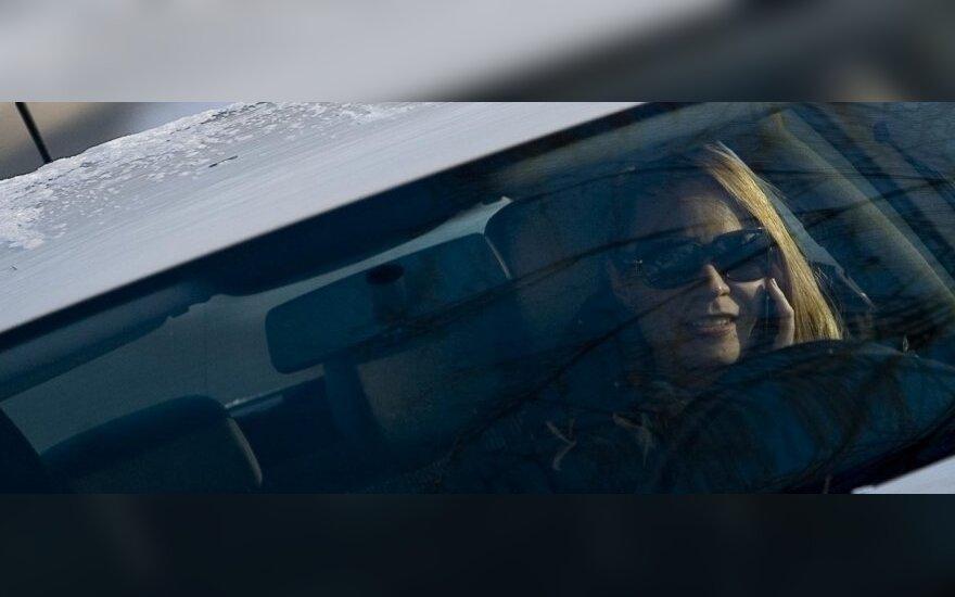 Daugėja telefonu prie vairo kalbančių pažeidėjų