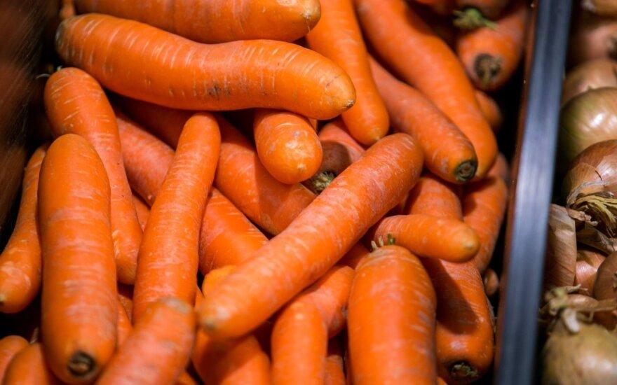 Prekybos centruose padvigubėjo morkų kaina