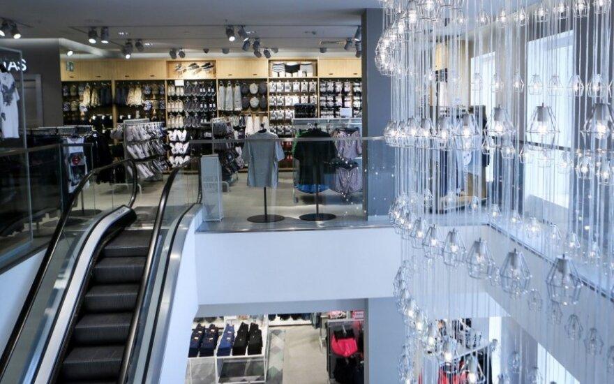 """""""H&M"""" pirkėja nustebusi: kainos pasikeitė per dieną"""