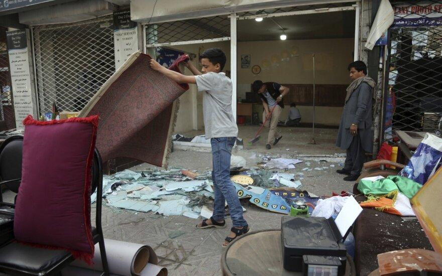 Atakų prieš policijos nuovadas Kabule aukų padaugėjo iki 10