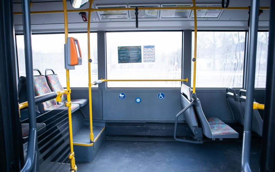 Transporto saugos administracijai skirta 43 tūkst. eurų bauda, turės nutraukti sutartis su 42 vežėjais