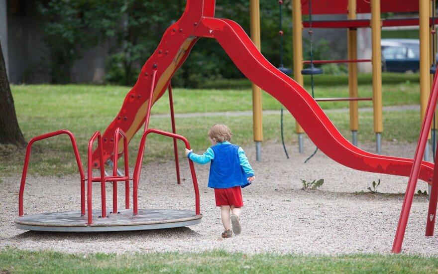 Pasidalino skaudžia šeimos patirtimi: po pedagogų skundo kelis mėnesius neturėjo ramybės