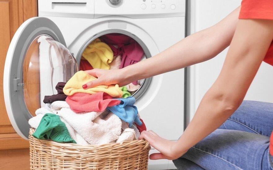 Patarimai, kaip apsaugoti drabužius nuo kieto vandens daromos žalos