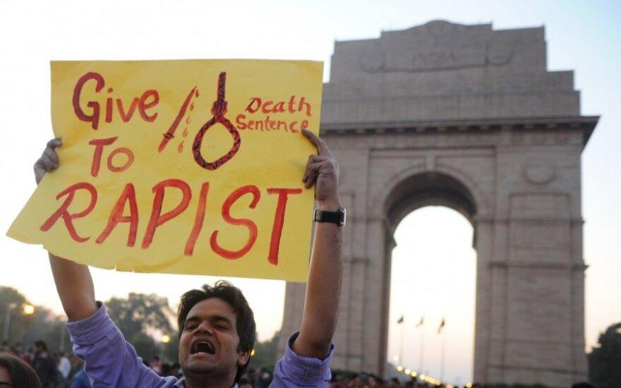 Indijos miestų gatves blokavo septynmetės išžaginimu pasipiktinę protestuotojai