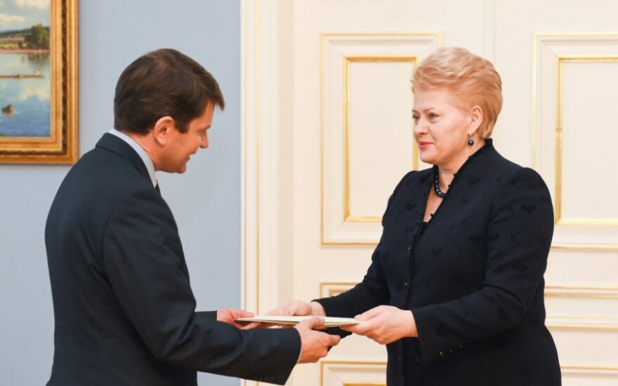 President Grybauskaitė presents letters of credence to Lithuania's new ambassador to NATO Vytautas Leškevičius