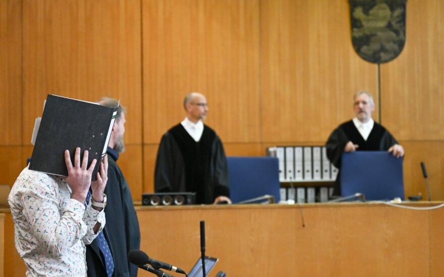 Prieš Vokietijos teismą stojo jazidų genocidu įtariamas IS džihadistas