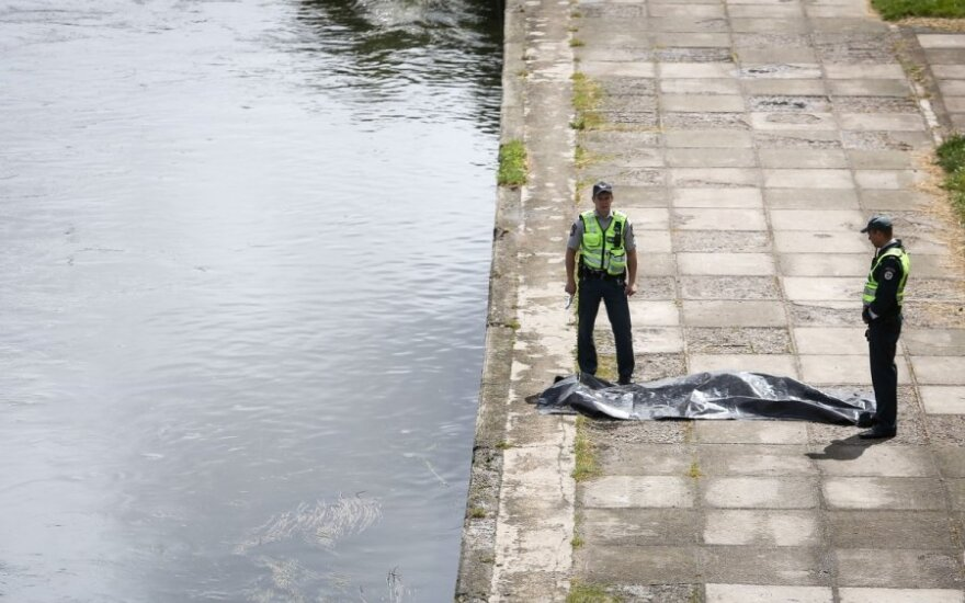 Vilniaus centre iš Neries ištrauktas negyvas vyras