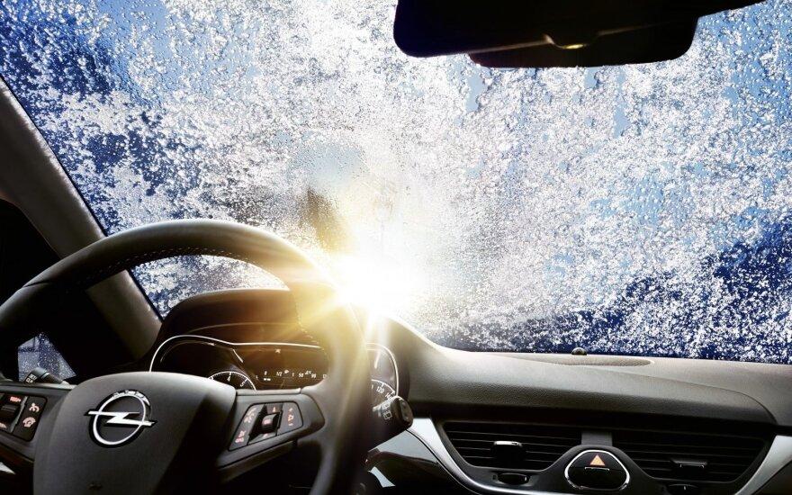Naudingi patarimai automobilių stiklų priežiūrai