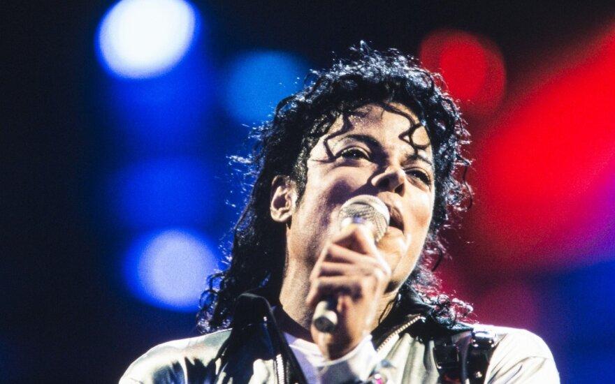Išsami Michaelo Jacksono skrodimo išvada: randai ir tatuiruotės atskleidė tai, ką žvaigždė mielai būtų nuslėpusi