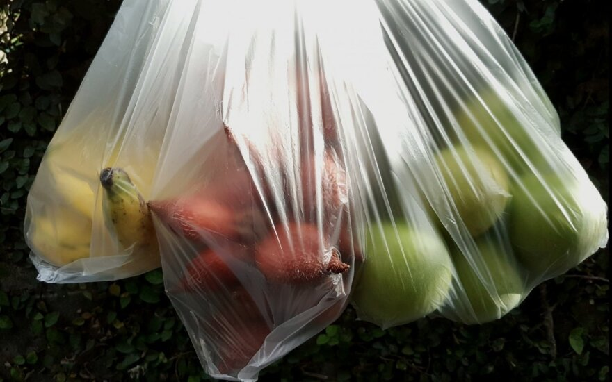 Plastikiniai pirkinių maišeliai