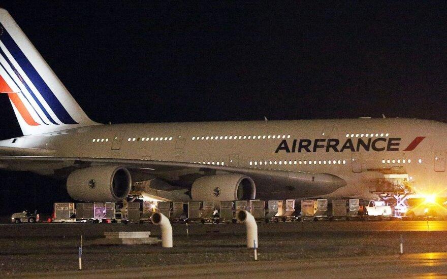 """Teroro išpuoliai Prancūzijoje smukdo """"Air France"""" pajamas"""
