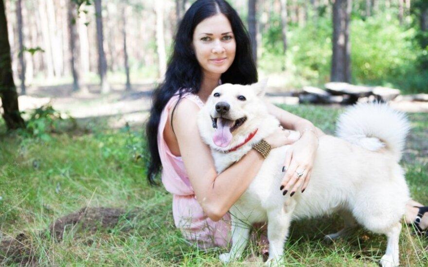 Priglausto šunelio meilumas nugalėjo – jis liko namuose