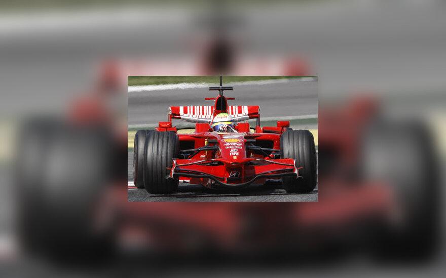 """Felipe Massa vairuoja atnaujintą """"Ferrari"""" bolidą"""