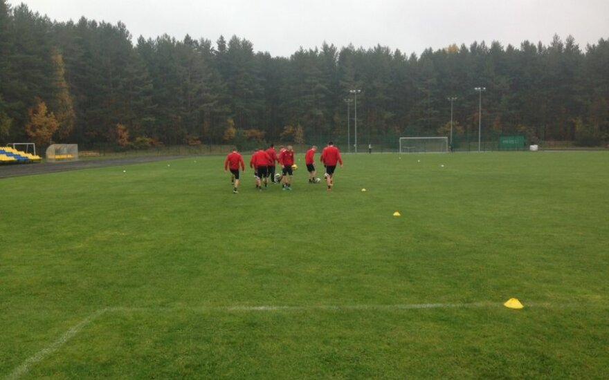 Latvijos futbolo rinktinė VU aikštėje (R.Turskio nuotr.)
