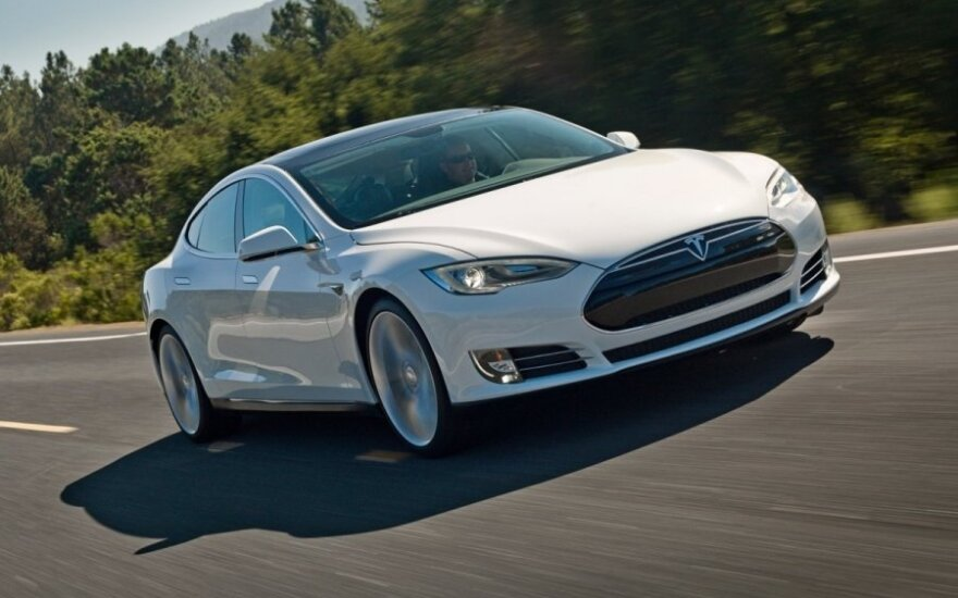 Tesla elektromobilis
