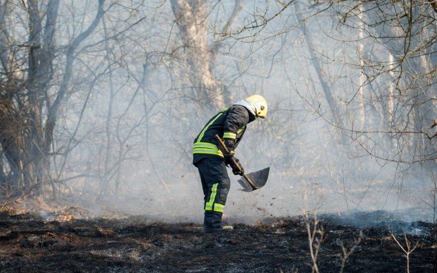 Ugniagesiai anonimiškai protestuoja dėl prastų darbo sąlygų