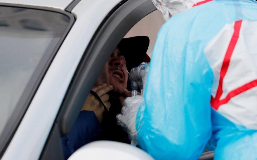 Pietų Korėjoje per dieną padaroma 20 tūkst. koronaviruso testų: kaip viskas vyksta?