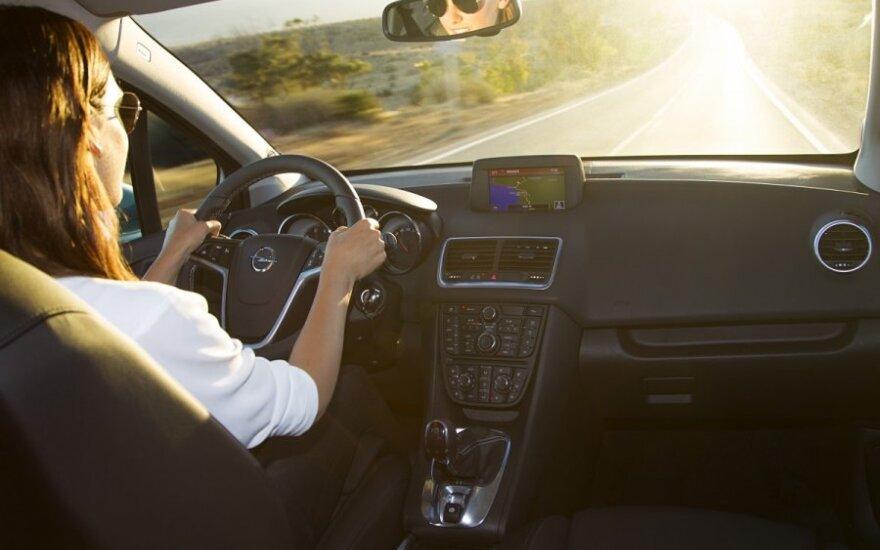 10 saugaus vairavimo taisyklių, kurias privalo žinoti kiekvienas