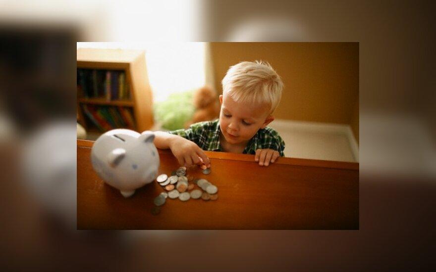 Iš dešimčių tūkstančių šeimų kėsinamasi atimti jau išmokėtus vaiko pinigus