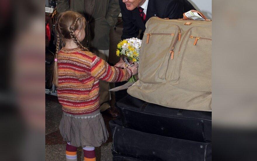 Lietuvoje lankosi legendinis Dž.Bondas - R.Moore'as