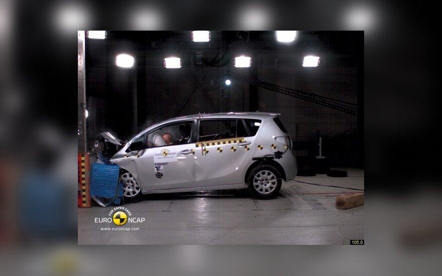 Toyota Verso - priekinis smūgis