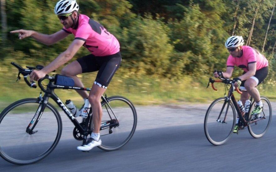 Naujas rekordas: dviračiais aplink Lietuvą apvažiavo per mažiau nei dvi paras