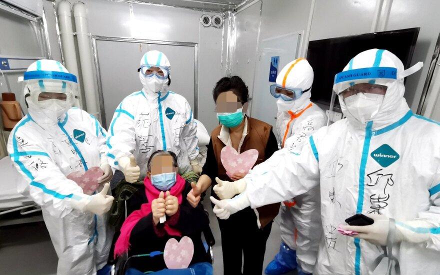 JAV – vis daugiau mirčių nuo koronaviruso: imasi skubių priemonių