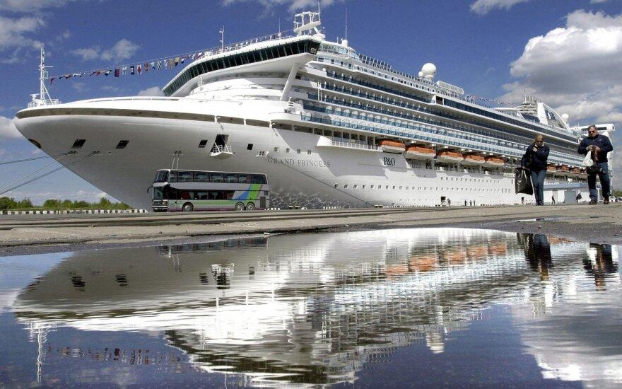 Apie pirmąjį mirties atvejį nuo koronaviruso pranešusi Kuba į savo uostą priėmė užsikrėtusį kruizinį laivą