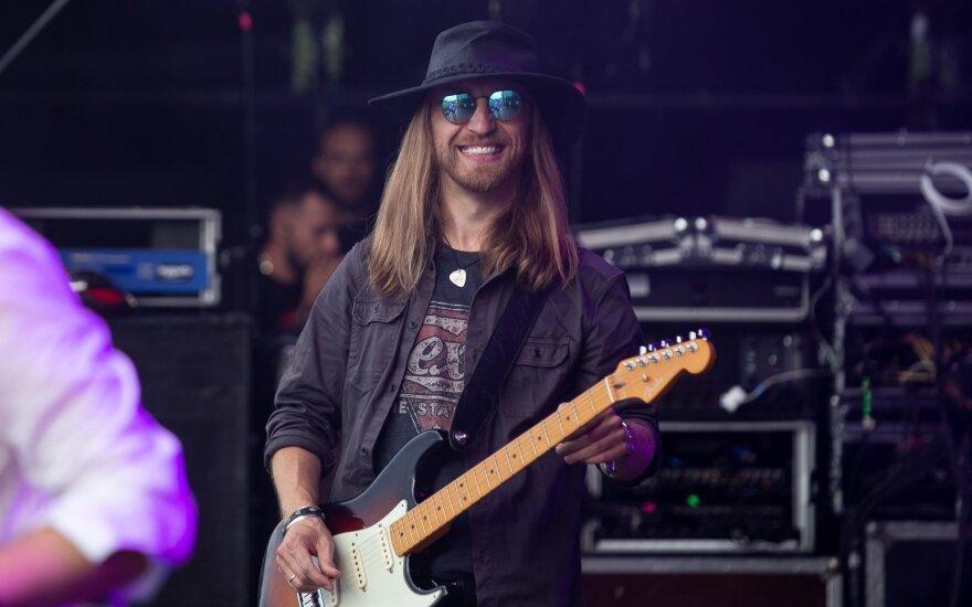 Gitaristas Robertas Semeniukas: albume – mano pakilimai ir nuopuoliai