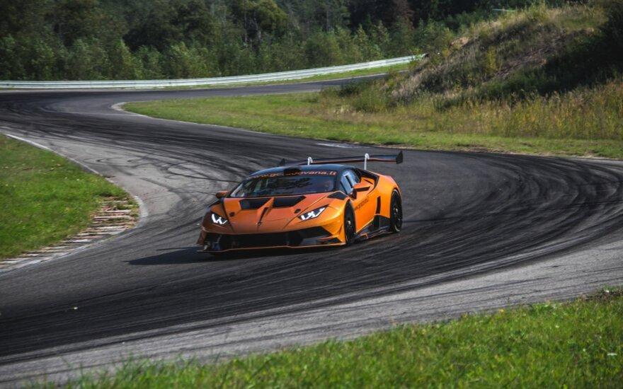 """Viena 1006 km lenktynių komanda turi atsaką """"Porsche"""" apsiginklavusiems dalyviams: vairuos ypač greitą """"Lamborghini"""""""