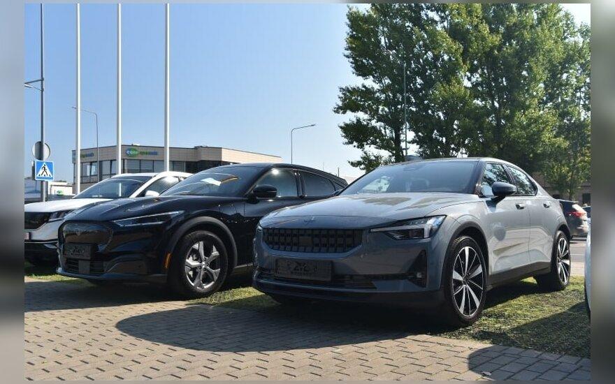 """Lietuvą pasiekė dar nematyti elektriniai žvėrys – """"Ford Mustang Mach-E"""" ir """"Polestar 2"""""""